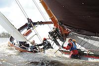 SKUTSJESILEN: FRYSLAN: SKS Skûtsjesilen 2014, Schipper Skûtsje Langweer, Johannes Meeter en bemanning, ©foto Martin de Jong