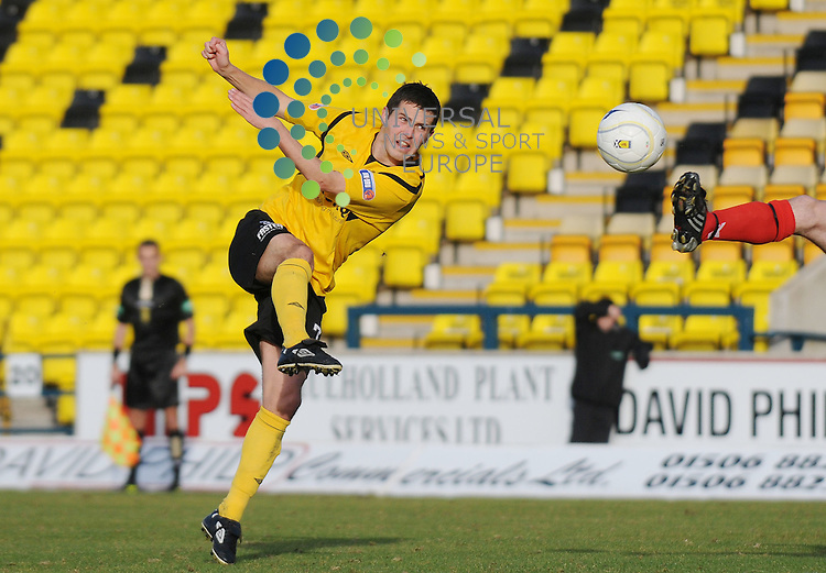 Livingston v Berwick Rangers.Irn Bru SFL Div 3.17/10/2009 - Almondvale Stadium, Livingston..Livingston's Liam Fox rifles in a shot during this afternoon's game..Picture by Steven Carrie.