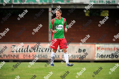 2013-08-21 / Voetbal / seizoen 2013-2014 / Houtvenne / Roy Cannaerts<br /><br />Foto: Mpics.be
