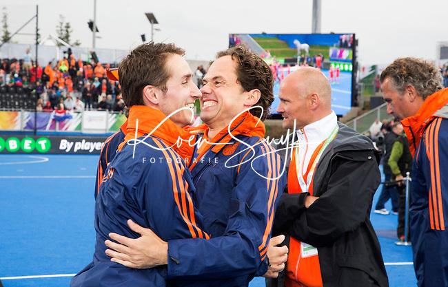 LONDON -  Unibet Eurohockey Championships 2015 in  London. Begeleiding Nederlands team mannen,Wart van Zoest met Mischa Vermeijs.   Copyright  KOEN SUYK