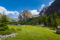 Italy, South Tyrol (Trentino - Alto Adige), Dolomites, near Selva di Val Gardena: Valley Langental (Vallunga) in Puez-Geisler Nature Park, at valley's end with tower Lietresturm of Puez Group (Gruppo del Puez) | Italien, Suedtirol (Trentino - Alto Adige), Dolomiten, bei Wolkenstein in Groeden: das Langental (Vallunga) im Naturpark Puez-Geisler, ein Wanderparadies im Sommer, am Talschluss bei Pradari mit dem Lietresturm