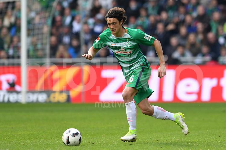FUSSBALL     1. BUNDESLIGA      31. SPIELTAG    SAISON 2016/2017  SV Werder Bremen - Hertha BSC Berlin                          29.04.2017 Thomas Delaney (SV Werder Bremen)