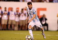 NEW JERSEY - UNITED STATES, 26-06-2016: Lionel Messi cobra penal durante el encuentro entre Argentina (ARG) y Chile (CHI) durante partido por la final de la Copa América Centenario USA 2016 jugado en el estadio Metlife en New Jersey, NJ, USA. Chile derrotó a Argentina 4-2 en la tanda desde los tiros penal. / Lionel Messi during the penalty shoot-out in the match between Argentina (ARG) and Chile (CHI) for the final of the Copa América Centenario USA 2016 played at Metlife stadium in New Jersey, NJ, USA. Chile defeated Argentina with 4-2 in penalty shootout. Photo: VizzorImage/ Luis Alvarez /Str