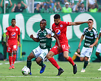 PALMIRA - COLOMBIA, 16-03-2019: Andres Balanta del Cali disputa el balón con Daniel Buitrago del America durante partido por la fecha 10 de la Liga Águila I 2019 entre Deportivo Cali y América de Cali jugado en el estadio Deportivo Cali de la ciudad de Palmira. / Andres Balanta of Cali vies for the ball with Daniel Buitrago of America during match for the date 10 as part Aguila League I 2019 between Deportivo Cali and America de Cali played at Deportivo Cali stadium in Palmira city.  Photo: VizzorImage / Nelson Rios / Cont