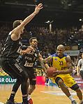 14.04.2018, EWE Arena, Oldenburg, GER, BBL, EWE Baskets Oldenburg vs s.Oliver W&uuml;rzburg, im Bild<br /> <br /> Rickey PAULDING (EWE Baskets Oldenburg #23)<br /> Dejan KOVACEVIC (s.Oliver W&uuml;rzburg #22 ),Clifford HAMMONDS (s.Oliver W&uuml;rzburg #25 )<br /> Foto &copy; nordphoto / Rojahn