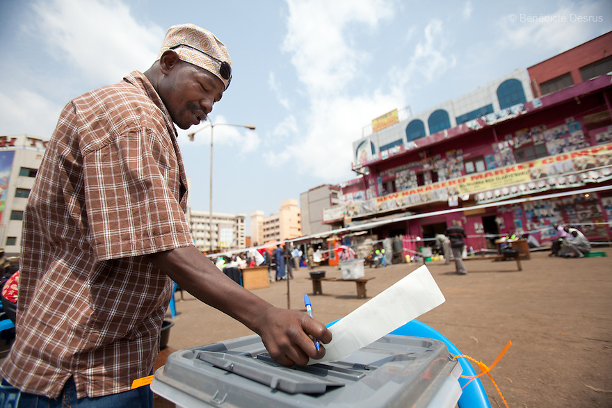 Friday 18 february 2011 - Kampala, Uganda - An Ugandan man casts his vote at a polling station in Kampala. Ugandans vote on Friday in elections expected to return long-serving President Yoweri Museveni to power, with a fragmented opposition crying foul even before the ballot. Photo credit: Benedicte Desrus