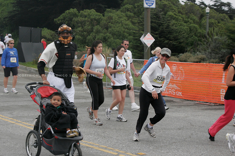 Paolo Diego SalcidoArts Photos Bay to Breakers lighthearted race photographed by Paolo Diego Salcido for editiorial.