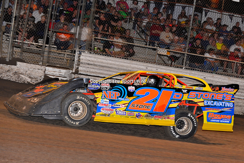 Feb 20, 2014; 7:00:19 PM;  Barberville, FL, USA;  World of Outlaws Late Model Series for 43rd Annual DIRTcar Nationals presented by Summit Racing Equipment at Volusia Speedway Park.  Mandatory Credit: (thesportswire.net)