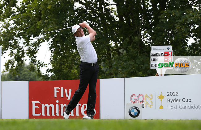 Peter Lawrie (IRL) drives from the 16th en route to a 67 during Round Two of the 2015 BMW International Open at Golfclub Munchen Eichenried, Eichenried, Munich, Germany. 26/06/2015. Picture David Lloyd | www.golffile.ie