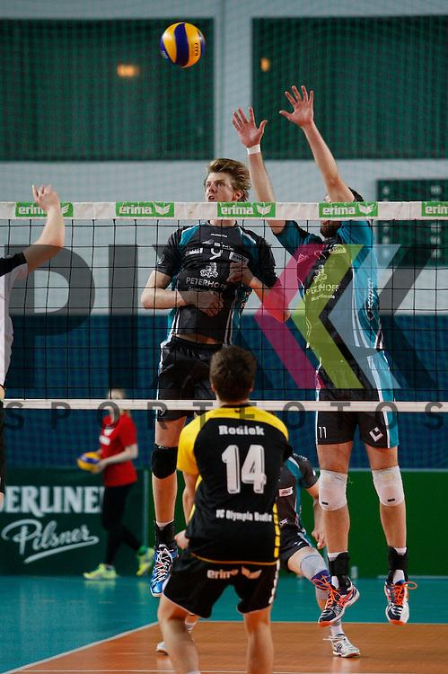 am Netz  v. l. Duerens Marvin Prolingheuer (Nr. 9) , Duerens Davic Meder (Nr. 11) <br /> <br /> 20.02.14 Volleyball, 1. Bundesliga, Maenner, Saison 2014/15, VCO Berlin - SWD Powervolleys Dueren<br /> <br /> <br /> Foto &copy; PIX *** Foto ist honorarpflichtig! *** Auf Anfrage in hoeherer Qualitaet/Aufloesung. Belegexemplar erbeten. Veroeffentlichung ausschliesslich fuer journalistisch-publizistische Zwecke. For editorial use only.
