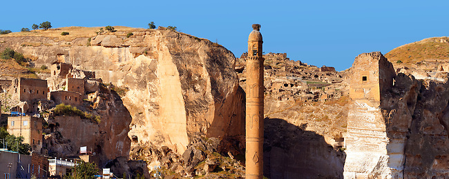 Ayyubid El Rizk Mosque ancinet citadel & Artukid Little Palace of Hasankeyf– The Mosque was built in 1409 by the Ayyubid sultan Süleyman and stands on the bank of the Tigris River. It has Kufic incriptions & decorations. Turkey 2