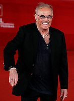 "Il cantautore Franco Califano posa sul red carpet in occasione della presentazione del film documentario su di lui ""Noi di settembre"", al Festival Internazionale del Film di Roma, 3 novembre 2011..Italian singer and songwriter Franco Califano poses on the red carpet to present the documentary movie ""Noi di settembre"", during the international Rome Film Festival at Rome's Auditorium, 3 november 2011..UPDATE IMAGES PRESS/Riccardo De Luca"