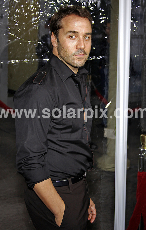 **ALL ROUND PICTURES FROM SOLARPIX.COM**.**SYNDICATION RIGHTS FOR UK, SPAIN, PORTUGAL, AUSTRALIA, S.AFRICA & DUBAI (U.A.E) ONLY**.Russell Crowe,Densel Washington and Mel Gibson attend the American Gangster Industry Screening at The ArcLight Theater in Hollywood, California in the USA..This pic:Jeremy Piven.JOB REF: 5217-PHZ    DATE:29_10_07 .**MUST CREDIT SOLARPIX.COM OR DOUBLE FEE WILL BE CHARGED* *UNDER NO CIRCUMSTANCES IS THIS IMAGE TO BE REPRODUCED FOR ANY ONLINE EDITION WITHOUT PRIOR PERMISSION*