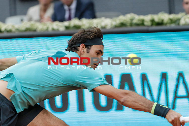 Roger Federer from Switzerland during her Madrid Open tennis tournament match against Nick Kyrgios from Australia in Madrid, Spain. May 06, 2015. Foto © nph / Victor Blanco)