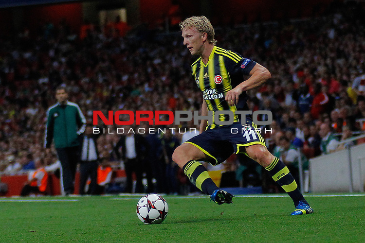 LONDON, ENGLAND - August 27: Fernerbache's Dirk Kuyt during the UEFA Champions League Qualification round match between Arsenal from England and Fenerbahce from Turkey played at The Emirates Stadium, on August 27, 2013 in London, England.   Foto © nph / Mitchell Gunn *** Local Caption ***