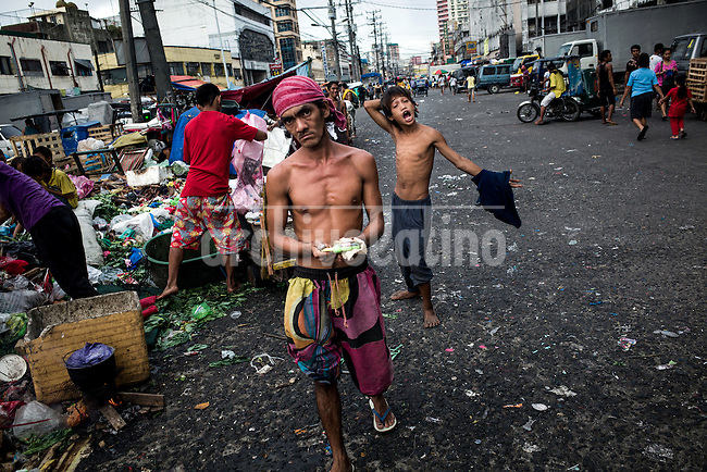 Manila, Philippines. dic 2013.It is Asia's fastest-growing economy, but tragically many who live there are being left far behind in abject poverty.<br /> <br /> These are some of the Philippines' most desperate people, the thousands of Manila slum and shanty town dwellers forced to live in makeshift homes hastily built from scrap in the areas most at risk from to natural disaster.<br /> <br /> It is believed that around 105,000 of the 580,000 immigrants in the capital have been forced to set up home in disaster prone areas. The greatest threat is flooding, which occurs most years but they are vulnerable to powerful tropical storms.