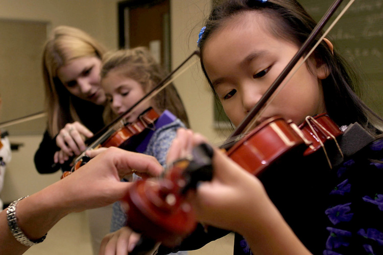 16191Music Children ACMS Violin String Class : Photos Denise Mangen