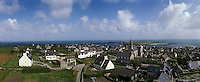 Europe/France/Bretagne/29/Finistère/Ile de Sein: Le village vu depuis le phare