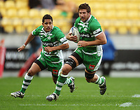 Manawatu number eight Brent Thompson runs with Aaron Smith in support. Air NZ Cup - Wellington Lions v Manawatu Turbos at Westpac Stadium, Wellington, New Zealand. Saturday 3 October 2009. Photo: Dave Lintott / lintottphoto.co.nz