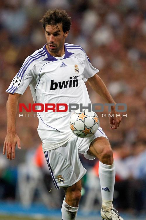 UEFA  Champions League  2007/2008 Gruppe C <br />1. Gruppenspiel - SANTIAGO BERNABEU Stadion Madrid<br /><br />REAL MADRID - WERDER BREMEN <br /><br />Marchwinner Ruud van Nistelrooy (Madrid NED #17)<br /><br />Aufgenommen mit der Hintorremote Kamera<br /><br />Foto &copy; nph (  nordphoto  )<br /><br /><br /><br /> *** Local Caption ***