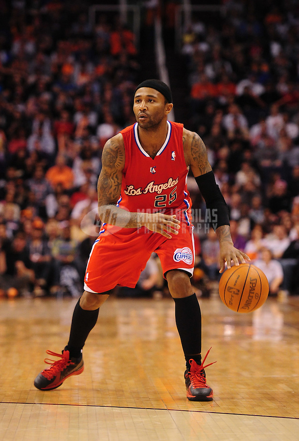 Mar. 2, 2012; Phoenix, AZ, USA; Los Angeles Clippers guard Mo Williams controls ball during game against the Phoenix Suns at the US Airways Center. The Suns defeated the Clippers 81-78. Mandatory Credit: Mark J. Rebilas-USA TODAY Sports
