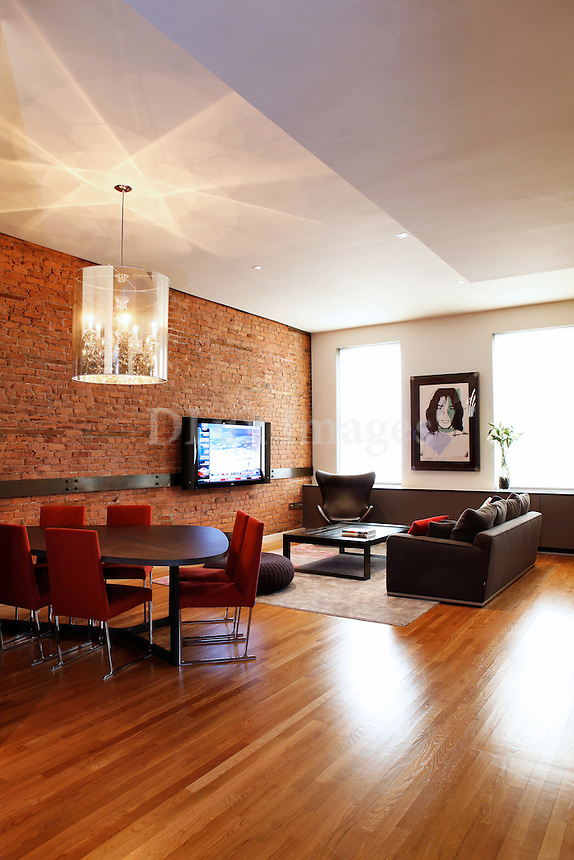The 2000 sq ft loft is located in Manhattan near Union Square.The building used to be an old factory in the 1900's and was converted into lofts.