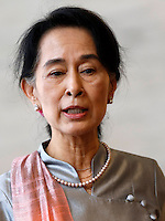 L'attivista birmana e vincitrice del Premio Nobel per la Pace Aung San Suu Kyi tiene una conferenza stampa col Ministro degli Esteri alla Farnesina, Roma, 28 ottobre 2013.<br />