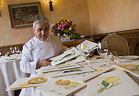 Europe/France/Provence-Alpes-Côte d'Azur/06/Alpes-Maritimes/ La Turbie: Bruno Cirino chef du restaurant: Hostellerie Jérôme et ses beaux menus représentaant des fruits et légumes