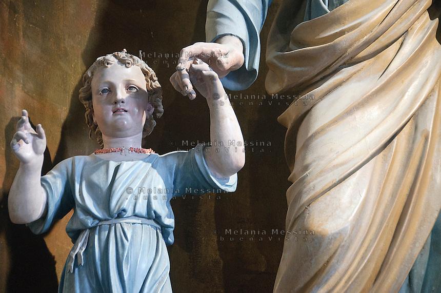 statua raggigurante Ges&ugrave; bambino nel vecchio santuario di Tindari<br /> Jesus statue in the old sanctuary in Tindari