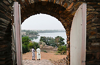 MALI, Kayes, Fort de Médine of former french colonial power, slave trading place, river Senegal, from here the slaves were transported by boats to the coast, called point of no return/ altes Fort der französischen Kolonialmacht und Sklavenhandelsplatz am Fluß Senegal