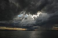 Regn och åskväder med mörka åskmoln i Stockholms skärgård. / Stockholms archipelago Sweden.