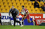 Lelia Masaga heads for the tryline as Nigel bradley runs the touchline. Counties Manukau Steelers vs Bay of Plenty Steamers warm up game played at Mt Smart Stadium on 14th of July 2006. Counties Manukau won 25 - 20.