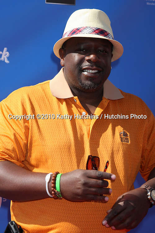 Cedric The Entertainer.arrives at  the George Lopez Golf Tournament .Lakeside Golf Club.Toluca Lake, CA.May 3, 2010.©2010 Kathy Hutchins / Hutchins Photo...
