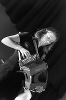 Brick à Drac - Mathieu FANTIN : Chant, Vielle à Roue, Cornemuse, Bouzouki, Flûtes Céline PALOUS : Chant, Accordéon Diatonique, Vielle à Roue Isabelle FILHASTRE: Basse Benoît NICOULEAU: Batterie Alban HUSSON : Guitares Electrique & Folk