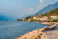 Italy, Veneto, Lake Garda, Brenzone sul Garda: lakeside promenade at district Magugnano | Italien, Venetien, Gardasee, Brenzone sul Garda: die Seepromenade entlang zum Ortsteil Magugnano