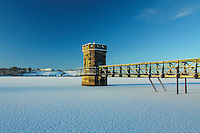 A snow covered Balgray Reservoir, Dams to Darnley Country Park, Barrhead, East Renfrewshire<br /> <br /> Copyright www.scottishhorizons.co.uk/Keith Fergus 2011 All Rights Reserved