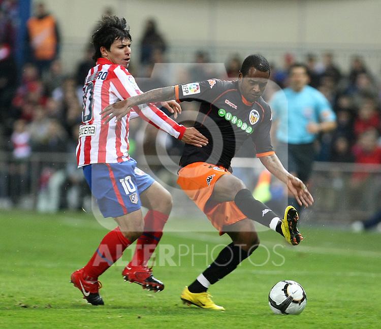 Valencia's Miguel Brito (r) and Atletico de Madrid's Kun Aguero during La Liga match.(ALTERPHOTOS/Acero)