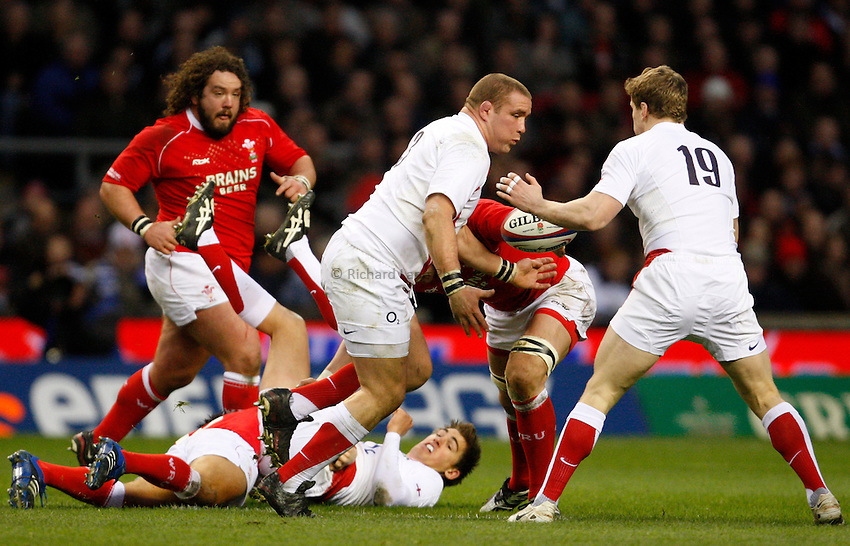 Photo: Richard Lane/Richard Lane Photography. ..England v Wales. RBS Six Nations. 02/02/2008. England's Phil Vickery passes to Tom Rees.