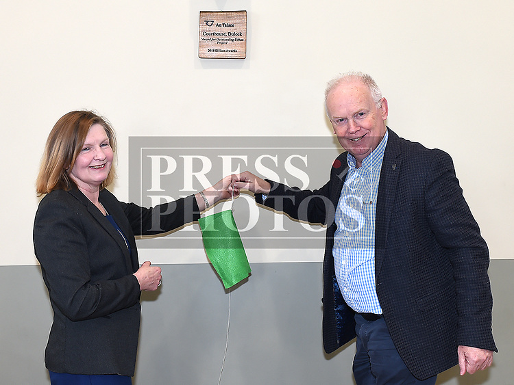 Mary Monaghan fron An Taisce and Noel Heeney Chairperson of the Courthouse Committee unveil a plaque from An Taisce. Photo:Colin Bell/pressphotos.ie