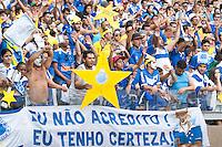 BELO HORIZONTE-MG-10112013 - CAMPEONATO BRASILEIRO CRUZEIRO X GREMIO - Torcida do Cruzeiro comemora no Mineirão aguardando o final da partida contra o Gremio - Belo Horizonte,domingo,10 - (Foto: Sergio Falci / Brazil Photo Press)