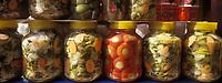 """Europe/Turquie/Istanbul: Bazar aux épices """"Misir Carsisi"""" - Détail étal de légumes confits"""