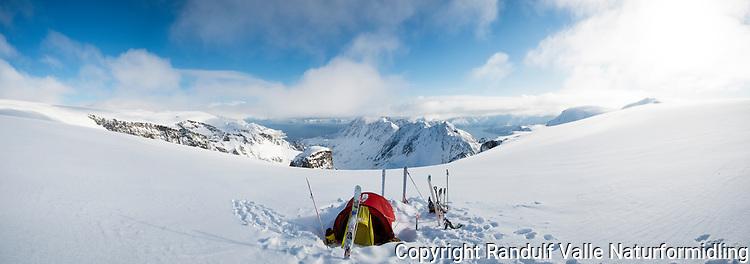 Telt på Øksfjordjøkelen. Utsikt mot Nuvsvåg og Sørøya. ---- Tent on glacier.