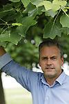 Foto: VidiPhoto<br /> <br /> HUISSEN &ndash; Portret van Robert van Appeldoorn uit Huissen. Hij is manager bij de nieuwe stichting Vollegrond. De stichting verzorgt teeltbegeleiding voor asperges, prei en rabarber.