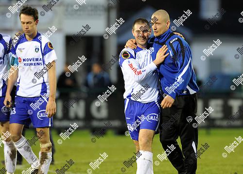 2010-12-12 / Voetbal / seizoen 2010-2011 / KSK Heist - KV Oostende / Stijn Janssens en Bram Criel na de overwinning tegen Oostende..Foto: Mpics