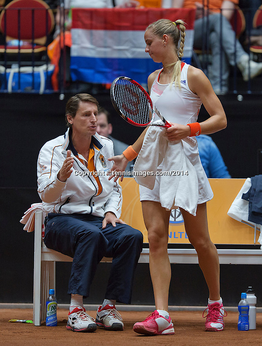 The Netherlands, Den Bosch, 16.04.2014. Fed Cup Netherlands-Japan,Dutch bench with captain Paul Haarhuis  and Arantxa Rus<br /> Photo:Tennisimages/Henk Koster