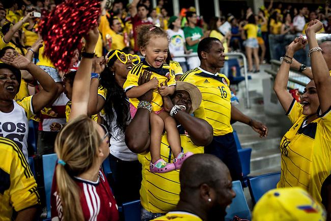 Familiares de los jugadores de la selecci&oacute;n Colombia celebran el tercer gol durante el partido que Colombia le gan&oacute; 4 a1 a Jap&oacute;n  en Cuiaba el 24  de junio de 2014.<br /> <br /> Foto: Joaquin Sarmiento/Archivolatino<br /> <br /> COPYRIGHT: Archivolatino<br /> Solo para uso editorial. No esta permitida su venta o uso comercial.