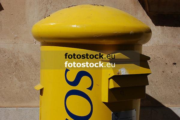 yellow spanish postbox<br /> <br /> buz&oacute;n amarillo<br /> <br /> gelber spanischer Briefkasten<br /> <br /> 3008 x 2000 px<br /> 150 dpi: 50,94 x 33,87 cm<br /> 300 dpi: 25,47 x 16,93 cm