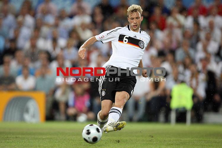 UEFA Euro 2008 Quarter-Finals Match 25 Basel - St. Jakob-Park. Portugal ( POR ) - Deutschland ( GER ) 2:3 (1:2). <br /> Simon Rolfes ( Germany / Mittelfeldspieler / Midfielder / Bayer 04 Leverkusen #06 ) am Ball.  <br /> Foto &copy; nph (  nordphoto  )
