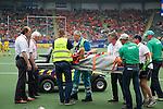 THE HAGUE - Mark Knowles geblesseerd op brancard van het veld  tijdens wedstrijd tussen Australie en India. FOTO KOEN SUYK