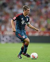 Fussball  International   Audi Cup 2013  Saison 2013/2014   31.07.2013 FC Bayern Muenchen - Sao Paulo FC  Philipp Lahm (FC Bayern Muenchen) am Ball
